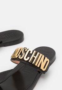 MOSCHINO - Sandály s odděleným palcem - nero - 5