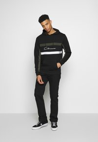 CLOSURE London - BAND STRIPE HOODY - Hoodie - black - 1