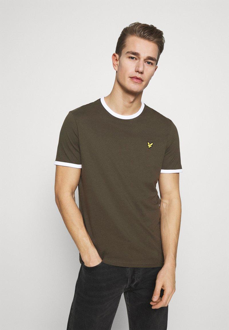 Lyle & Scott - RINGER TEE - Basic T-shirt - trek green/white