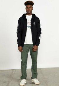 RVCA - BENJAMIN - Zip-up sweatshirt - black - 3