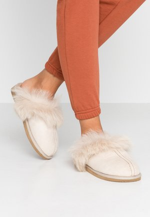 EVELINA - Slippers - honey