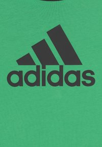 adidas Performance - UNISEX - T-shirts print - semi screaming green/carbon - 2