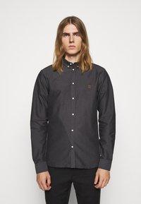 Les Deux - OLIVER OXFORD SHIRT - Shirt - black/charcoal - 0