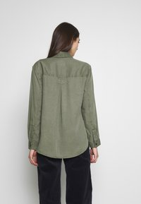 American Eagle - CORE MILITARY - Button-down blouse - oliv - 2