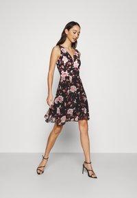 WAL G. - ISABELLE V NECK DRESS - Day dress - floral - 1