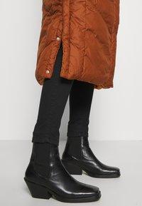 TOM TAILOR DENIM - REVERSIBLE MAXI PUFFER COAT - Zimní kabát - burnt hazelnut brown - 5