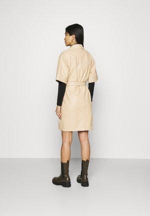 BREAK - Sukienka koszulowa - light beige
