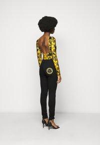 Versace Jeans Couture - LADY BUSTIER - Top sdlouhým rukávem - black - 2