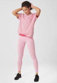 s.Oliver active - LOCKERES  - Print T-shirt - pink - 1
