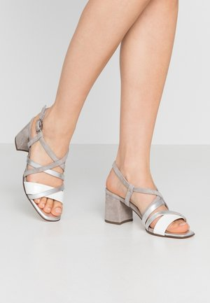 PAVA - Sandalias - weiß/grau/silber