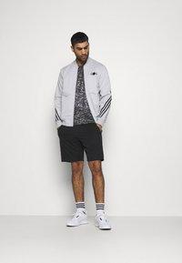 adidas Performance - TEE MEN - Camiseta estampada - grey four - 1