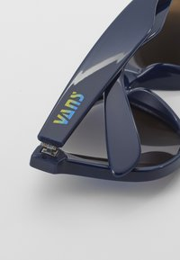 Vans - SPICOLI 4 SHADES - Zonnebril - dress blues/blue jewel mirror - 2