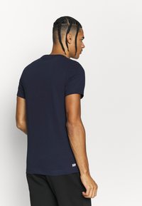 Lacoste Sport - T-shirt imprimé - navy blue/white - 2