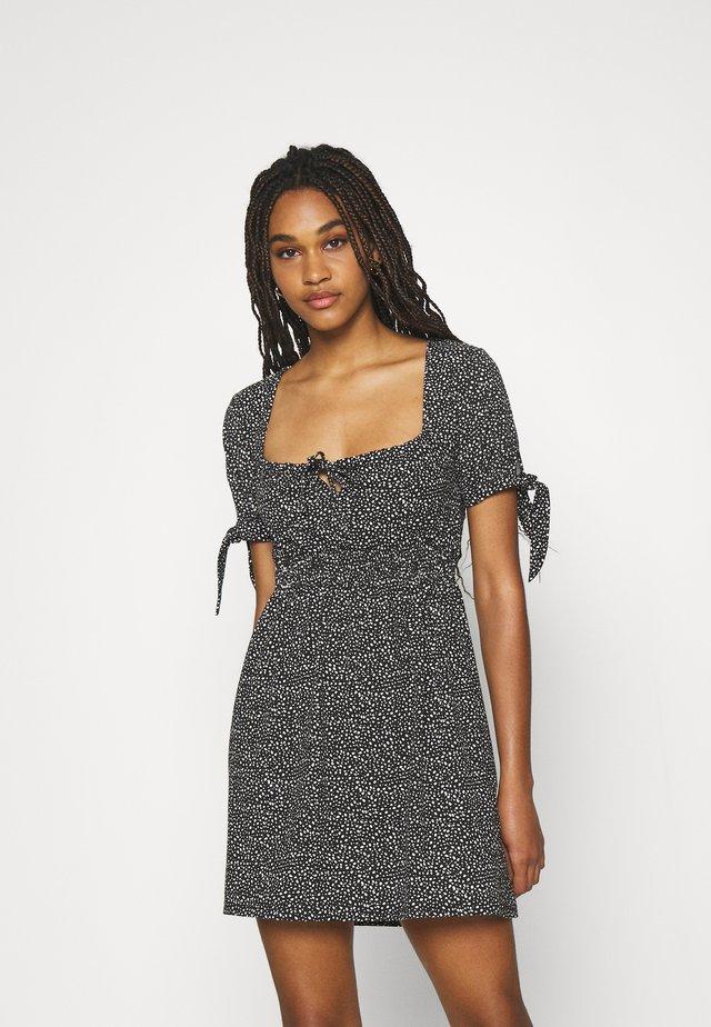 PAMELA REIF X ZALANDO RUCHED DETAIL MINI DRESS - Žerzejové šaty - black