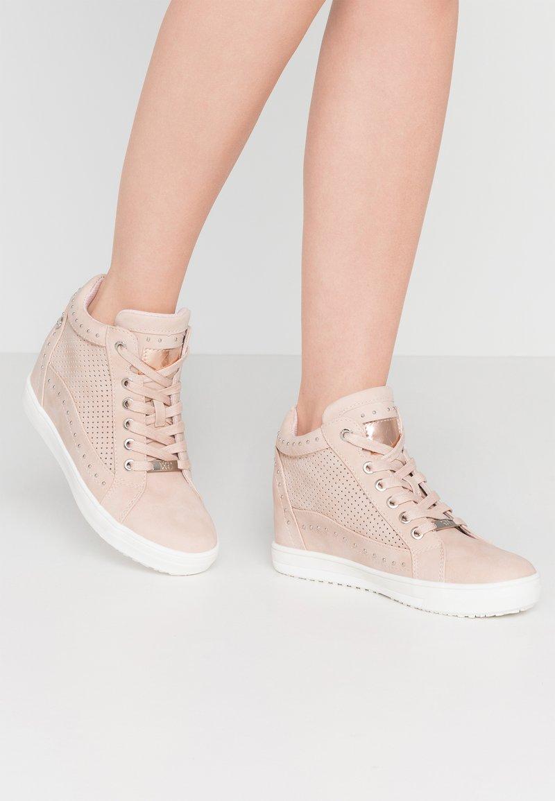 XTI - Sneakers hoog - nude