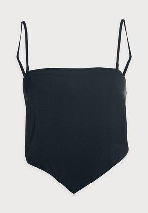 Topper - black solid