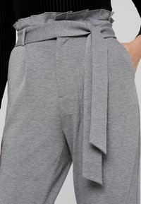 ONLY - ONLPOPTRASH EASY X PAPERBACK PANT - Trousers - medium grey melange - 4