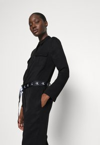 Calvin Klein Jeans - TAPERED UTILITY  - Jumpsuit - black - 3