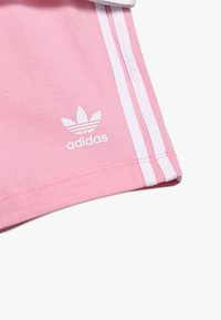 adidas Originals - SET UNISEX - Kraťasy - white/light pink - 5