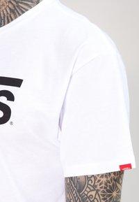 Vans - CLASSIC - Camiseta estampada - white/black - 4