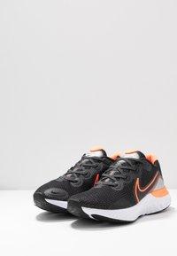 Nike Performance - RENEW RUN - Obuwie do biegania treningowe - black/total orange/particle grey/mystic dates/white/chrome - 2