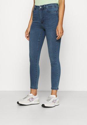 VMSOPHIA SKINNY - Jeans Skinny Fit - medium blue denim