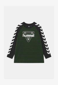 Hummel - KENJI UNISEX - Long sleeved top - greener pastures - 0