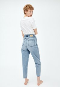 ARMEDANGELS - MAIRAA - Jeans Tapered Fit - faded blue - 2