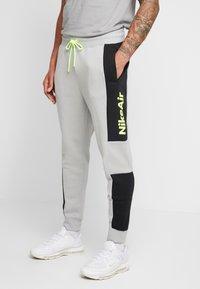 Nike Sportswear - M NSW NIKE AIR PANT FLC - Tracksuit bottoms - smoke grey/black/volt - 0