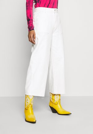 HIGH RISE WIDE LEG - Flared jeans - vintage white