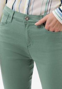 BRAX - STYLE SHAKIRA  - Jeans Skinny Fit - sage - 3