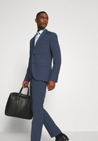 Isaac Dewhirst - PLAIN SMOKEY SUIT - Completo - blue - 9