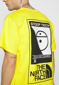 The North Face - STEEP TECH LOGO TEE UNISEX  - Print T-shirt - lightning yellow - 5