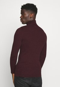 Pier One - MUSCLE FIT TURTLE - Pullover - mottled bordeaux - 2