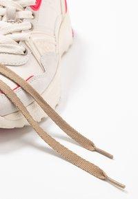 Coach - RUNNER FLUO - Matalavartiset tennarit - chalk/fluo pink - 7