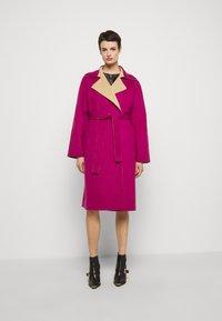 Alberta Ferretti - Klasický kabát - pink/beige - 5