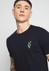 Burton Menswear London - EMBROID 2 PACK - Basic T-shirt - navy/khaki - 3
