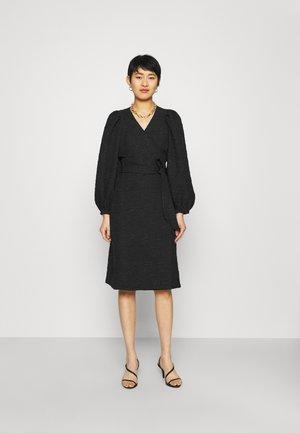 TODA WRAP DRESS - Denní šaty - black