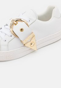Versace Jeans Couture - Sneakersy niskie - white - 6