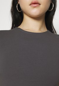 Nly by Nelly - PERFECT CROPPED TEE - Basic T-shirt - off black - 4