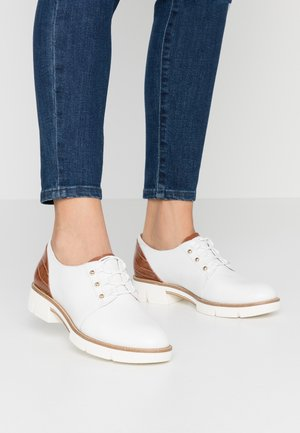 LACE-UP - Snörskor - white