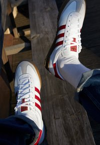 adidas Originals - JEANS UNISEX - Sneakers - footwear white/collegiate burgundy - 2
