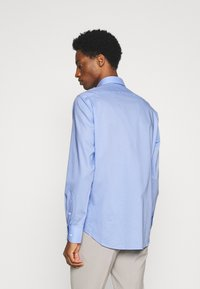 Tommy Hilfiger Tailored - PLAIN REGULAR FIT - Camicia elegante - classic blue - 2