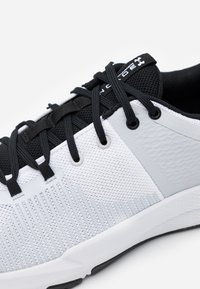 Under Armour - ENGAGE - Obuwie treningowe - white - 5