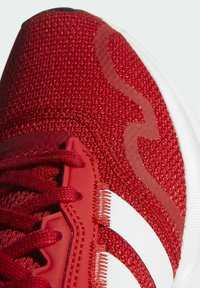 adidas Originals - SWIFT SPORTS STYLE SHOES - Sneakersy niskie - red - 7