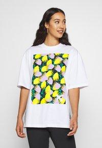 adidas Originals - GRAPHIC TEE - Print T-shirt - white - 0