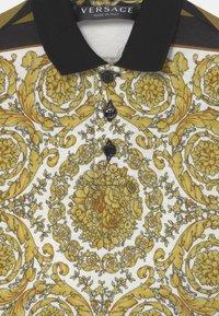 Versace - BAROQUE MOSAIC UNISEX - Polo shirt - white/gold/kaki - 2