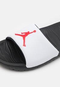 Jordan - JORDAN BREAK SLIDE - Mules - black/university red/white - 5
