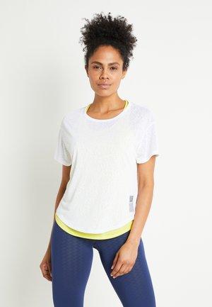 ADAPT TEE 2-IN-1 - Printtipaita - white/yellow