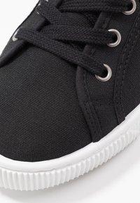 Levi's® - MALIBU BEACH - Sneakers laag - regular black - 2